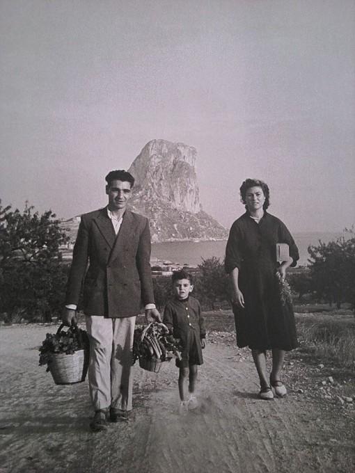 Pepe Banyuls, Josefina Sala i el xiquet que deu ser Bernat, encara que podrien ser Juan Vicente o Javier.